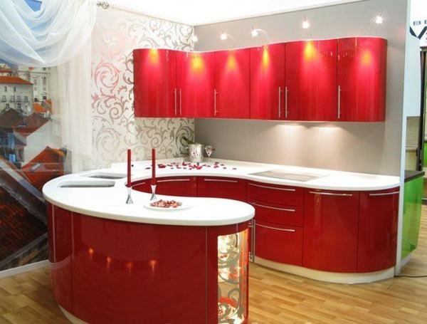 Кухня радиусная с красным фасадом