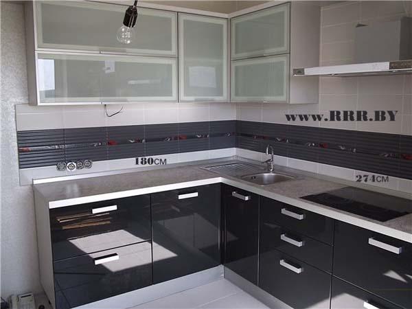Кухня с фасадами цвета стали