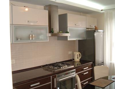Кухня с фасадами в алюминиевом профиле