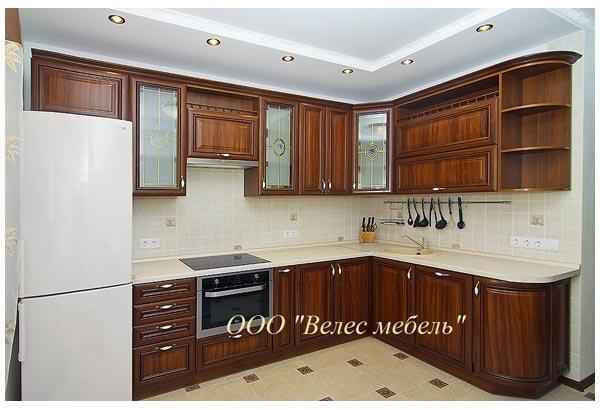 Кухня с классическими фасадами из рамочного МДФ