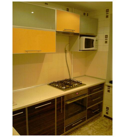 Кухня с комбинированным фасадом
