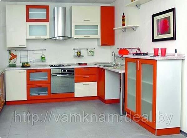 Кухня с комодом-витриной