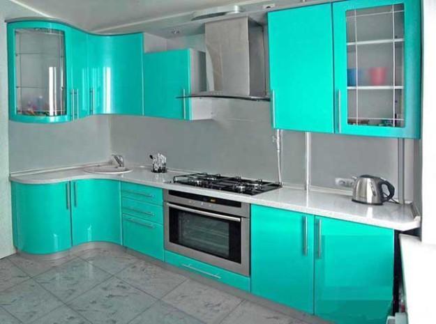 Кухня с МДФ бирюзовыми  радиусными фасадами