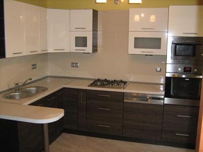Кухня с нишами для бытовой техники