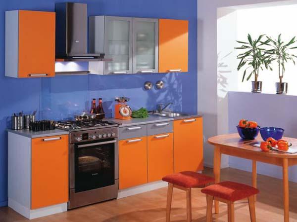 Кухня с оранжевыми фасадами