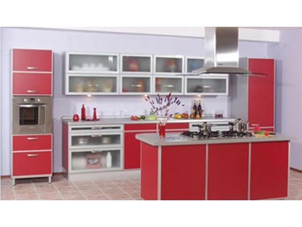 Кухня с островом красная