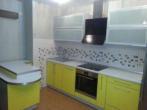 Кухня с островом желтая