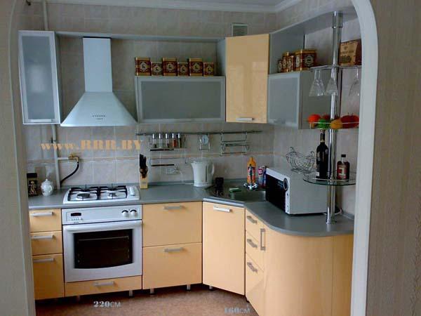 Кухня с радиусной столешницей