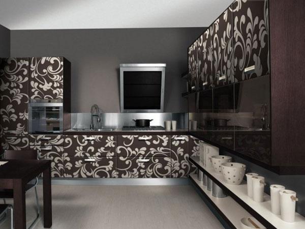 Кухня с узорами на фасадах
