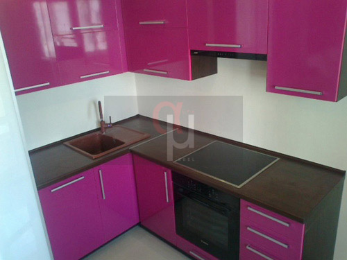 кухня фото малиновая
