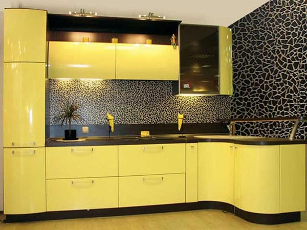 Кухня с желтым фасадом