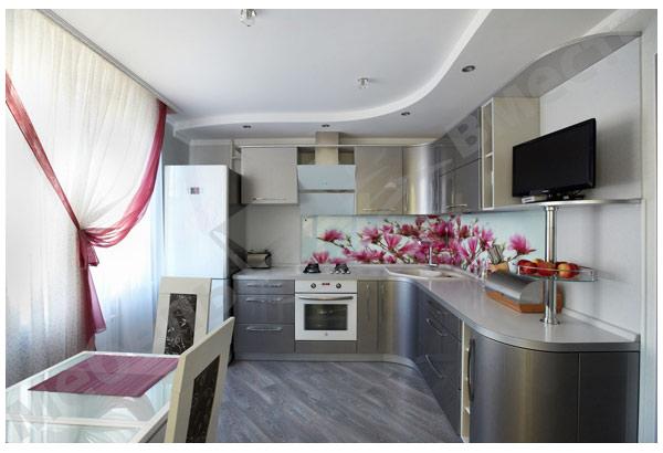 Кухня серебристая с фотопечатью