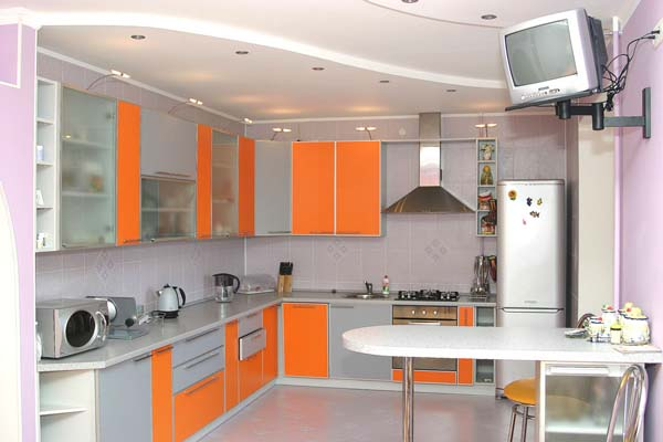 Кухня серо-оранжевая