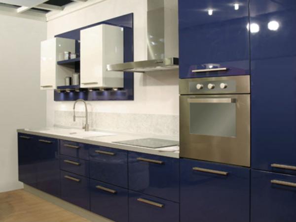 Кухня сине-белая глянцевая