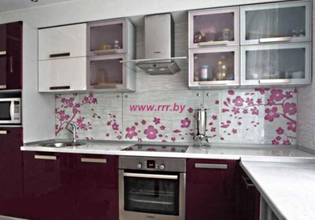 Кухня со шкафом-столбиком