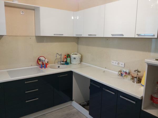 Кухня современная двухцветная