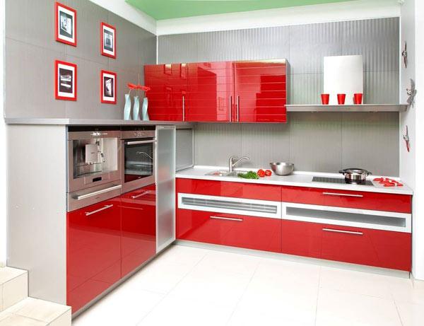 Кухня современная с фасадом красный глянец
