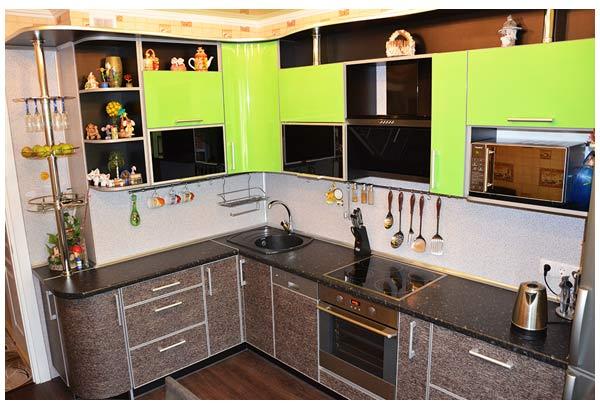 Кухня современная с красочным дизайном