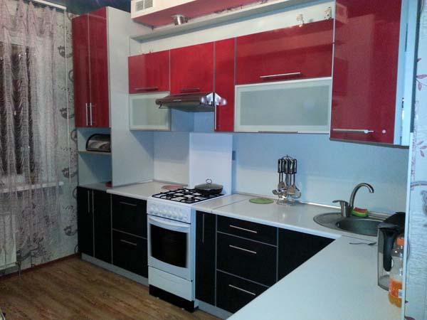Кухня современная трех цветов