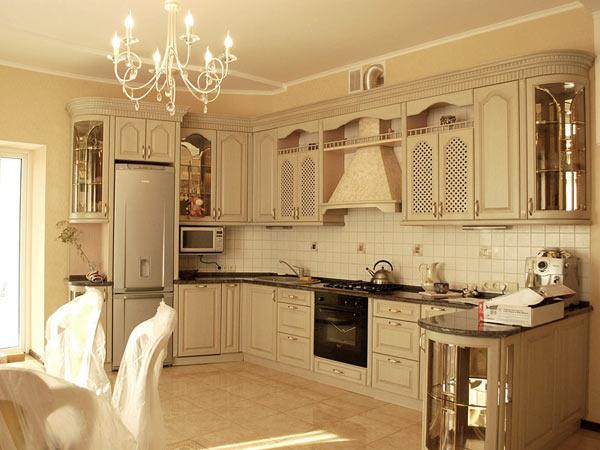 Кухня светлая в классическом стиле