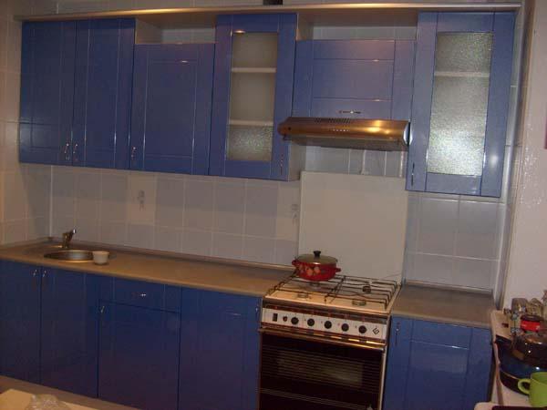 Кухня темно-синяя