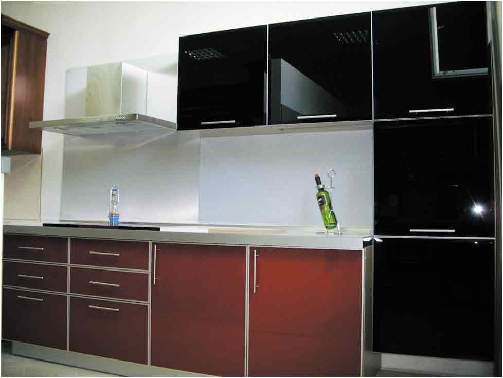 Кухня темно-вишневая