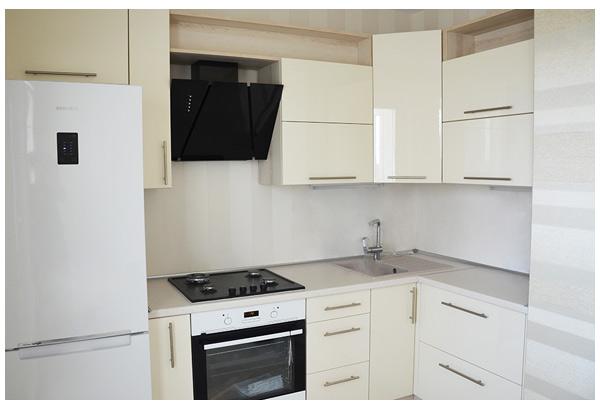 Кухня угловая белая