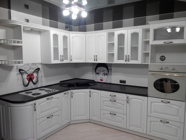 Кухня угловая белая из массива ольхи