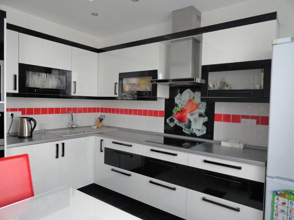 Кухня угловая бело-черная