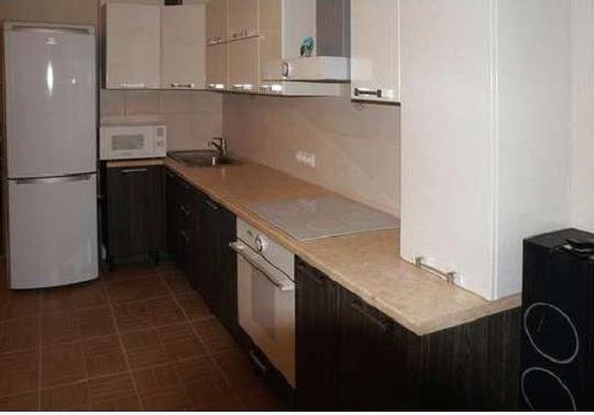 Кухня угловая бело-коричневая