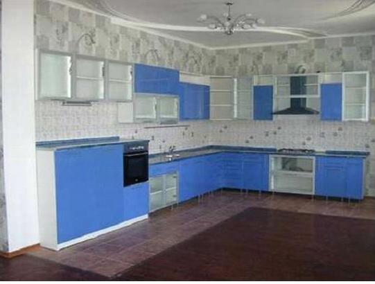 Кухня угловая бледно-синяя