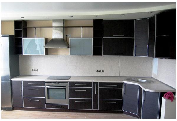 Кухня угловая черная с белой столешницей