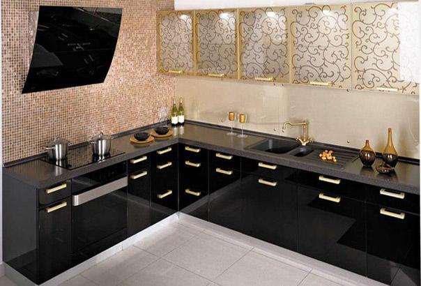 Кухня угловая черная с декором