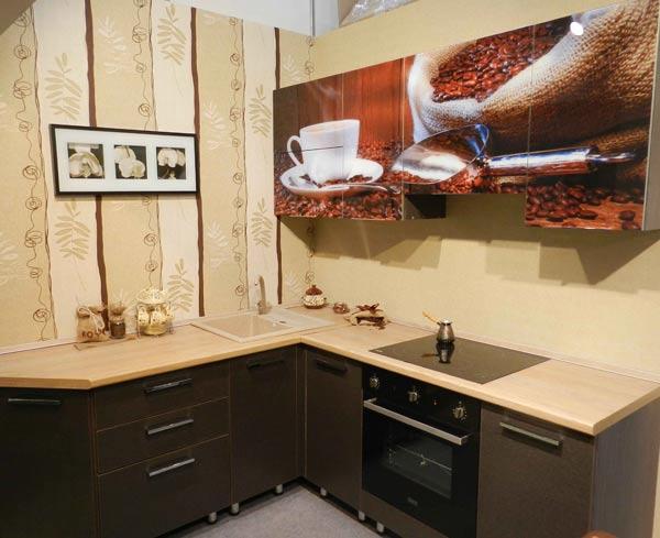 Кухня угловая черная с фотопечатью