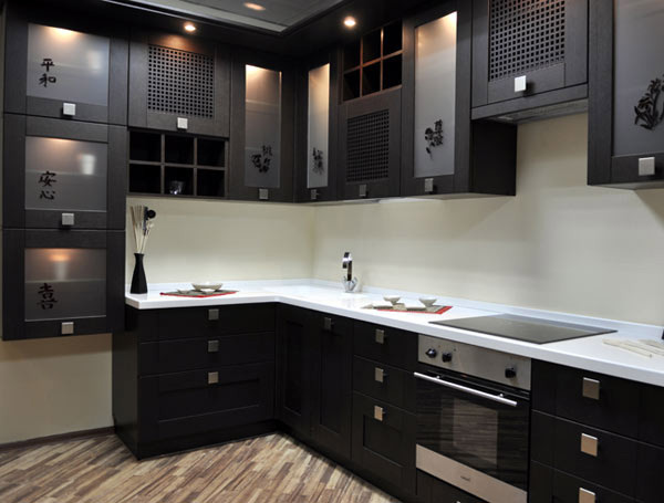 Кухня угловая черная с узорами