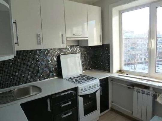 Кухня угловая черно-белая