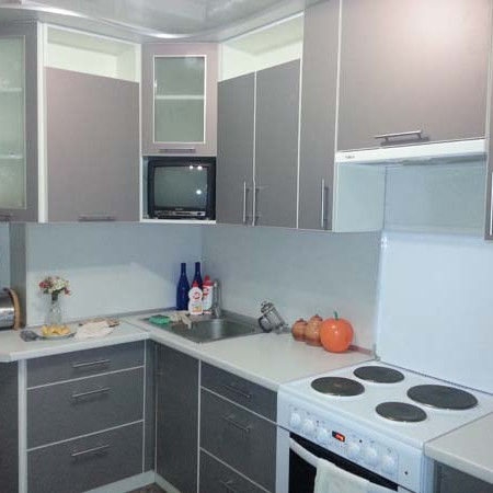 Кухня угловая цвета стали