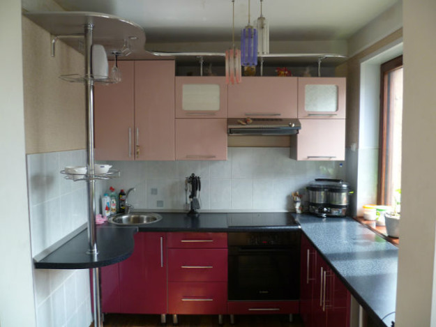 Кухня угловая малиново-розовая