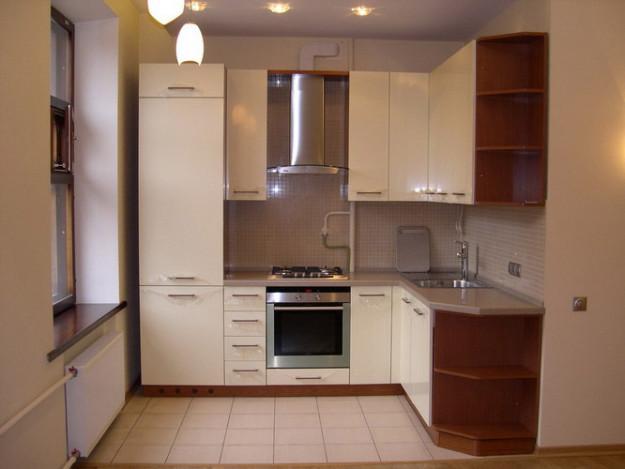 Кухня угловая молочного цвета