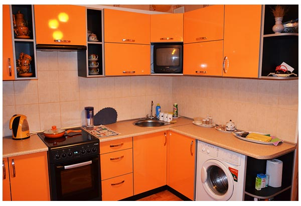 Кухня угловая оранжевая