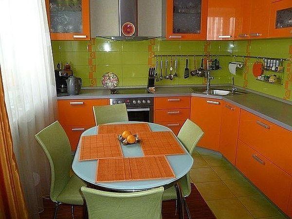 Кухня угловая оранжевого цвета