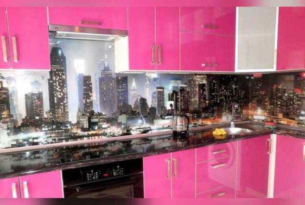 Кухня угловая розового цвета