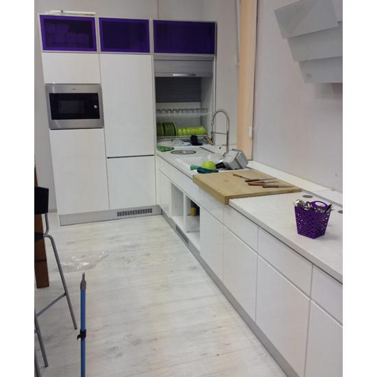 Кухня угловая с большой рабочей зоной