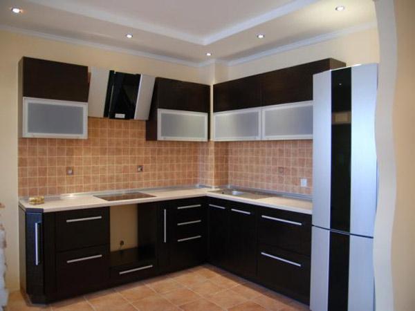 Кухня угловая с черным фасадом