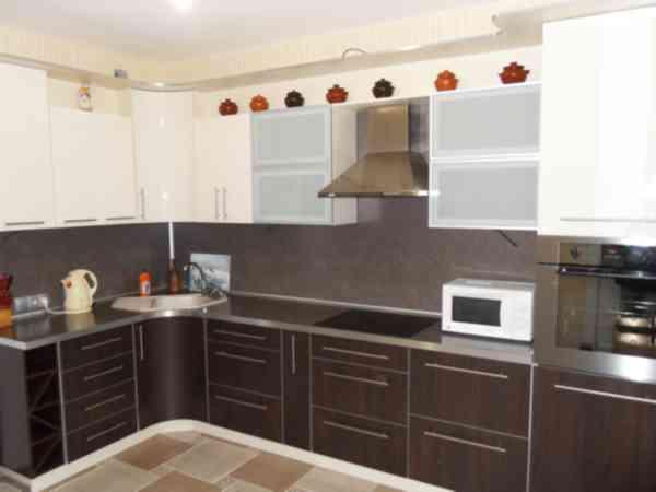 Кухня угловая с дугообразным поворотом