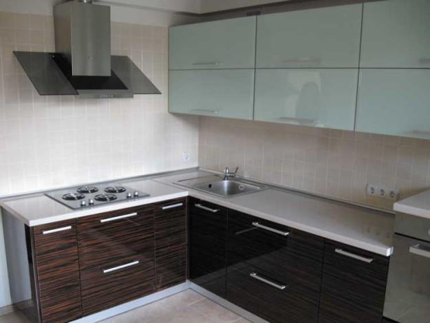 Кухня угловая с фасадом из плиты МДФ