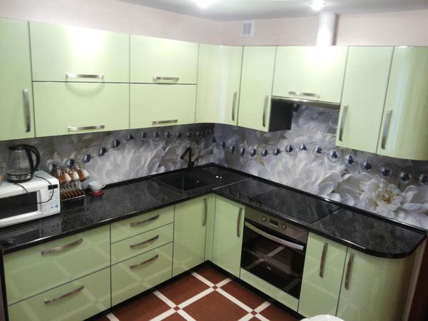 Кухня угловая с фасадом салатовый глянец