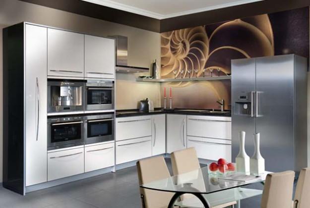 Кухня угловая с глянцевым белым фасадом