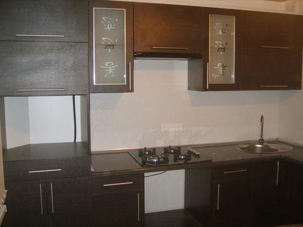 Кухня угловая с иероглифами