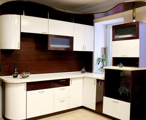 Кухня угловая с карнизом